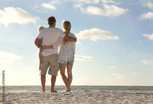 Photo  Happy Family On Beach Vacation Looking at Ocean