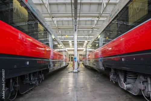 Papiers peints Rouge, noir, blanc rail wagons