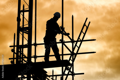 Fotografie, Obraz silhouette construction worker on scaffolding building site
