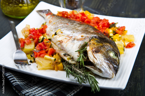 Papiers peints Poisson baked fish with vegetables