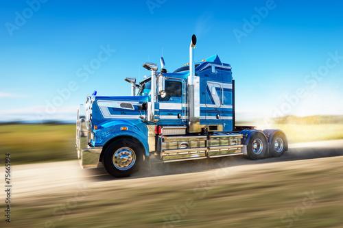 Zdjęcie XXL Ciężarówka na drodze