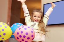 Bambina Esulta Per La Felicità