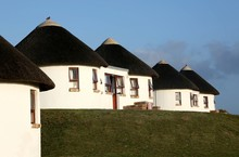 Holiday Houses With Thatched R...