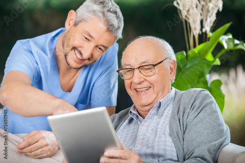 Fotografía  Nurse And Senior Man Enjoying While Using Tablet Computer