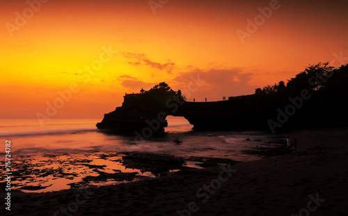 Foto op Plexiglas Indonesië Tanah Lot temple in golden sunset, Bali , Indonesia