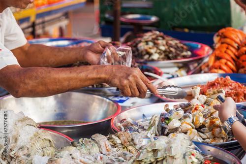 an einem Marktstand in Chinatown, Bangkok