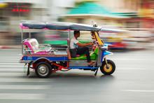 Tuktuk Aus Thailand In Bewegun...