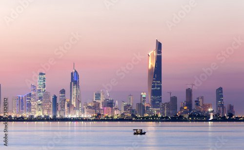 Poster de jardin Moyen-Orient Skyline of Kuwait city at night, Middle East