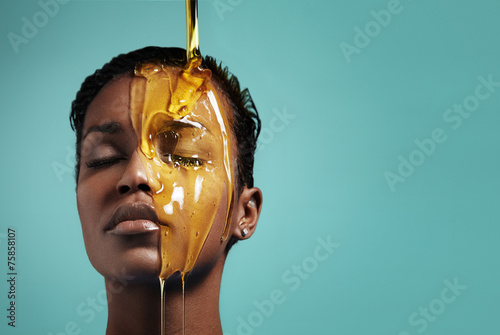 Valokuva  honey mask procedure