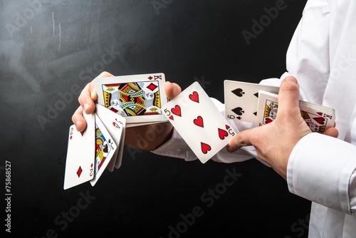 Fotografía gioco di prestigio con le carte
