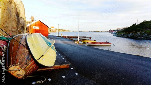 Papiers peints Scandinavie Wooden boats on the shore
