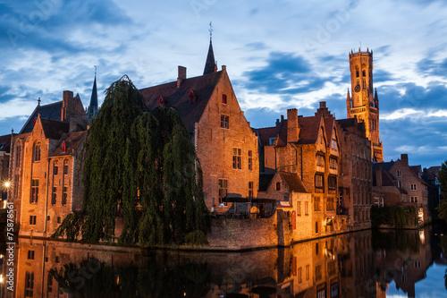 In de dag Brugge Buildings on canal at night in Bruges, Belgium