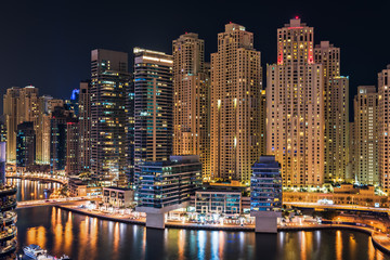 Fototapeta Wieżowce Dubai Marina illuminated at night