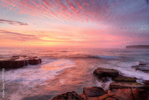 Tuinposter Lavendel Sunrise skies and white water seas