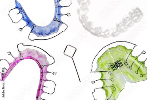 Fotografia  Verschiedene Zahnspangen, retainer