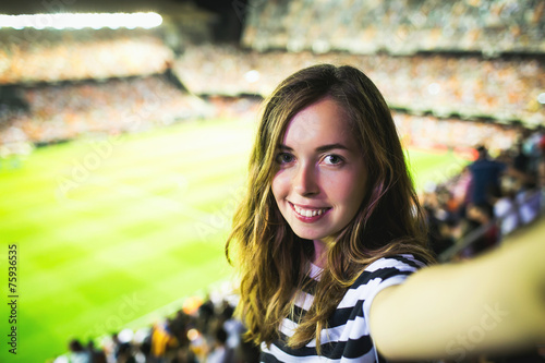 Fotografía  Sexy female supporter makes selfie at football game in Barcelona