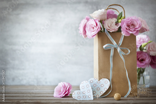 Keuken foto achterwand Retro Valentines Day background with roses flowers and Hearts