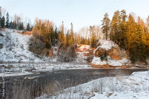 Tuinposter Zwavel geel Frozen winter river landscape