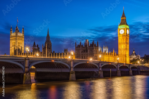 London at night: Houses of Parliament and Big Ben Tableau sur Toile