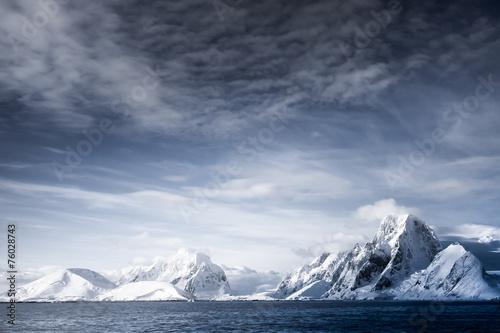 Foto auf Gartenposter Antarktika Snow-capped mountains