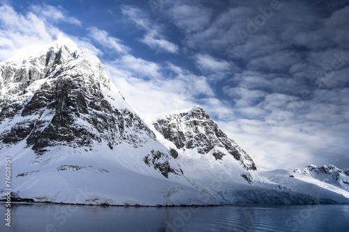 Spoed Foto op Canvas Antarctica Snow-capped mountains
