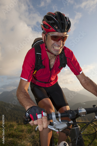 mountain biker is nearing victory Tablou Canvas