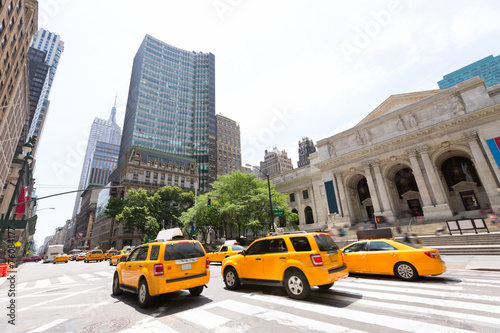 Foto op Plexiglas New York TAXI New York Manhattan Public Library Fifth Avenue