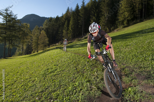 mata magnetyczna Mountain biker on the trail