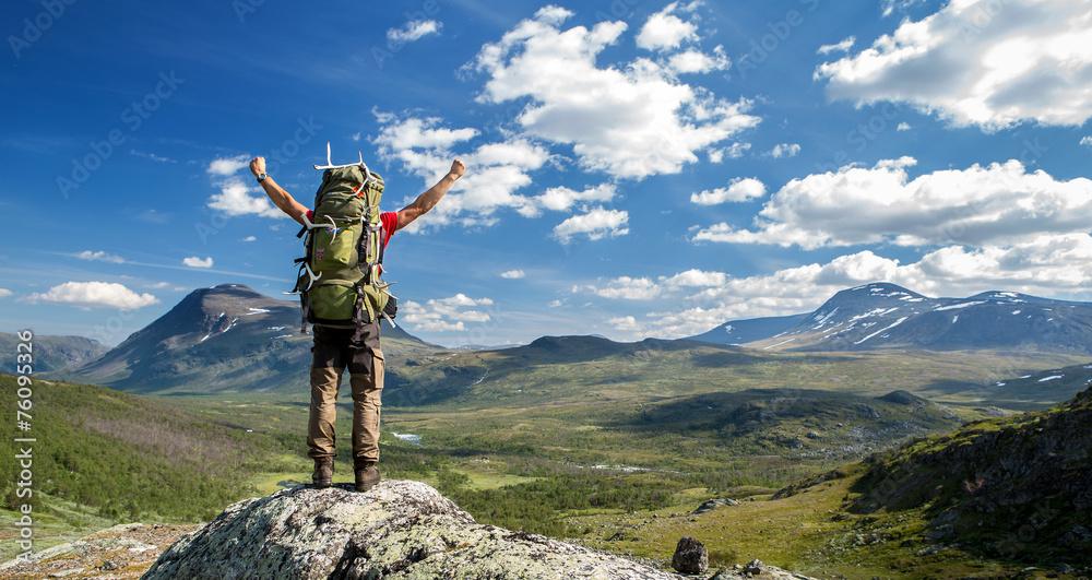 Fototapety, obrazy: Hiker feels free!