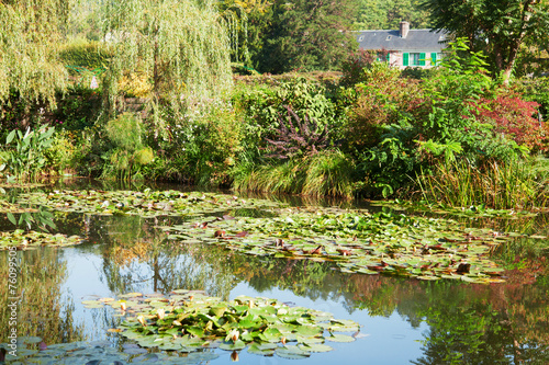 Foto  Monet's water lily pond in Giverny