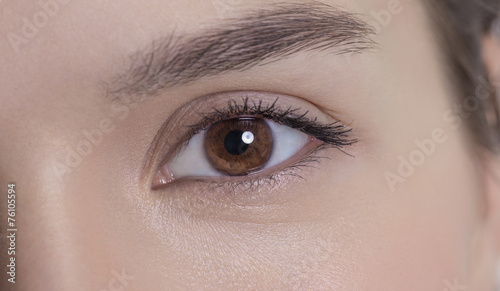 Valokuva Eye of an attractive young adult woman