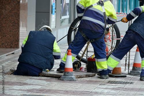 Valokuva  obreros trabajando en la calle