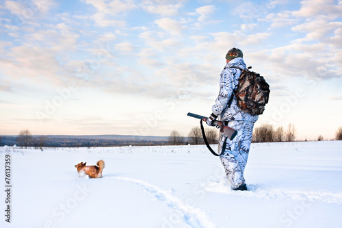 Foto op Aluminium Jacht hunter with a dog on a frosty day