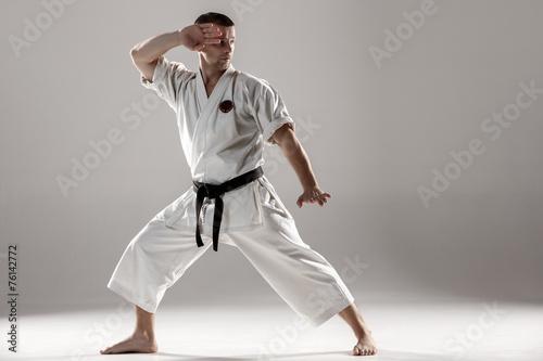 Papiers peints Combat Man in white kimono training karate