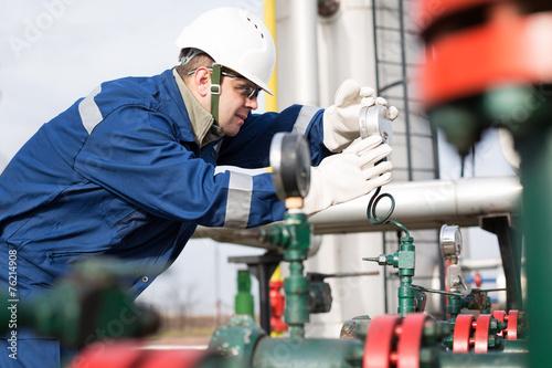 Fotografie, Obraz  gas production operater
