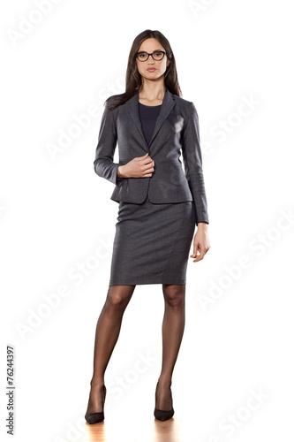 Fotografie, Obraz  Hezká podnikání žena stojící na bílém pozadí