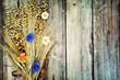 Hintergrund - Getreide auf Holz - retro