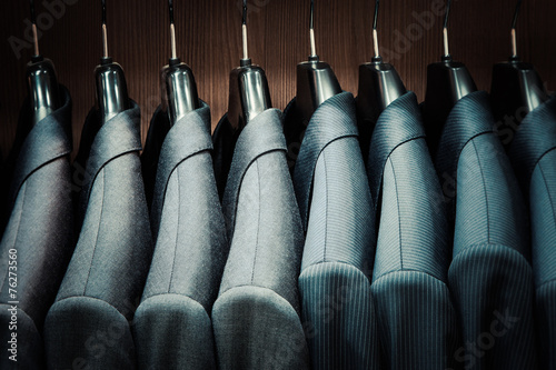 Canvas Print Row of men suit jackets on hangers