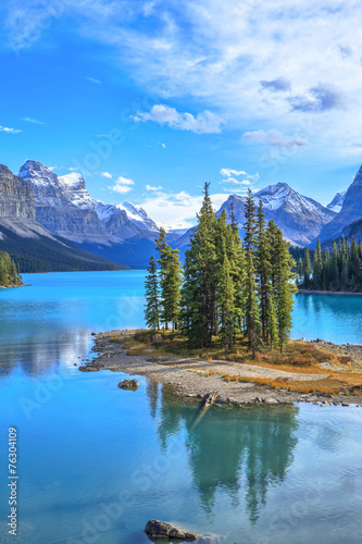 Spoed Foto op Canvas Canada Spirit Island in Maligne Lake