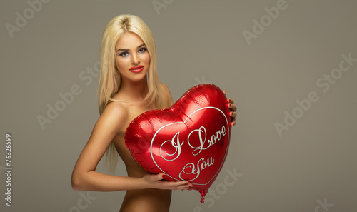 Fotografie, Obraz Blond beautiful woman with red balloon