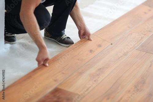 Fotografía  Installing laminate flooring