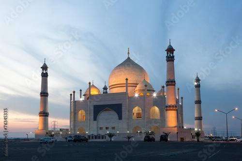 Foto auf Gartenposter Mittlerer Osten Siddiqa Fatima Zahra Mosque in Kuwait, Middle East
