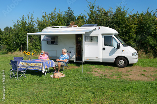 Fotografía  Couple with mobil home