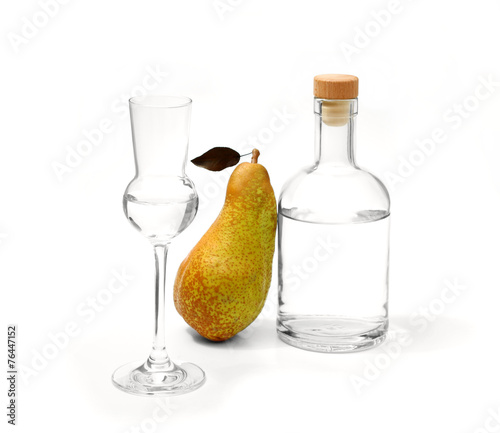 Obraz na plátne Pear Abate Fetel with glass and alcohol bottle