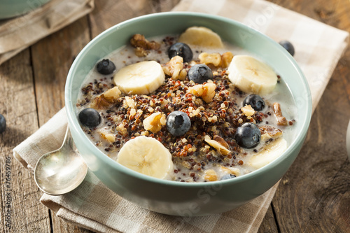 Photo Organic Breakfast Quinoa with Nuts