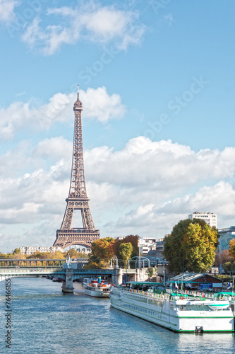 Papiers peints Paris Paris, the Eiffel Tower and the Seine River in the fall on a sun