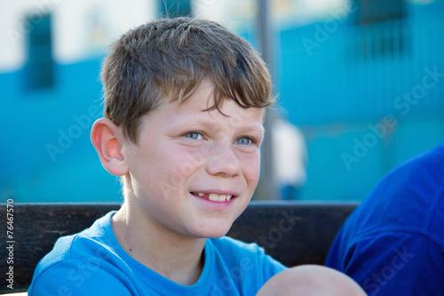 Tendre sourire dété garçon 9 10 ans u2013 kaufen sie dieses foto und