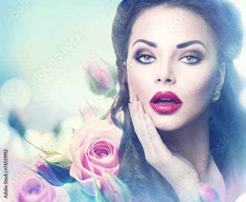 Foto op Plexiglas Beauty Retro woman portrait in beauty pink roses