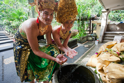 Photo  couple at honeymoon in Balinese tradition