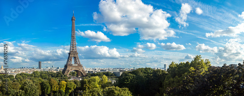 Photo sur Toile Paris Eiffel Tower in Paris, France